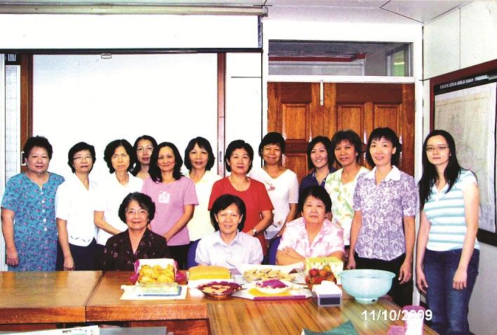 (resize) 8.1 姐妹团契  2009至2011届亚庇姐妹团契干事与顾问